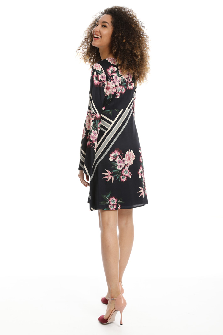 Flared sleeve dress Intrend