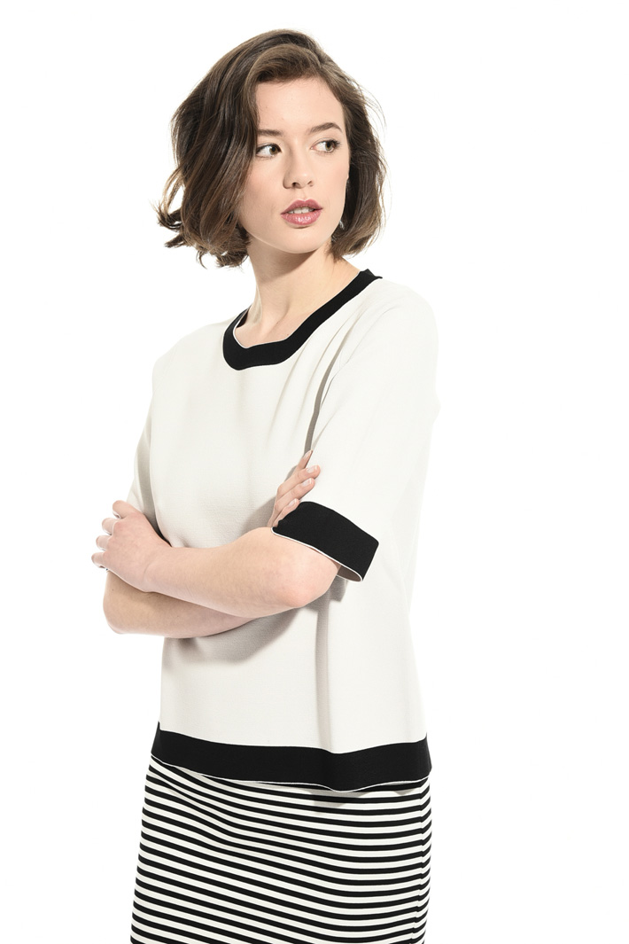 Sweater with contrasting hem Intrend