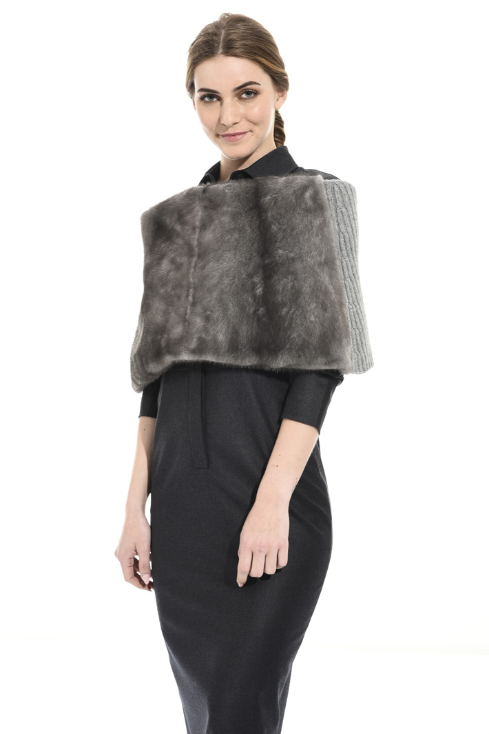 Knit and mink cape Intrend