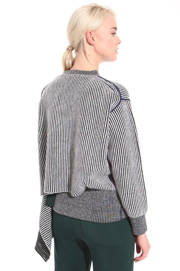 Asymmetrical cut sweater Intrend