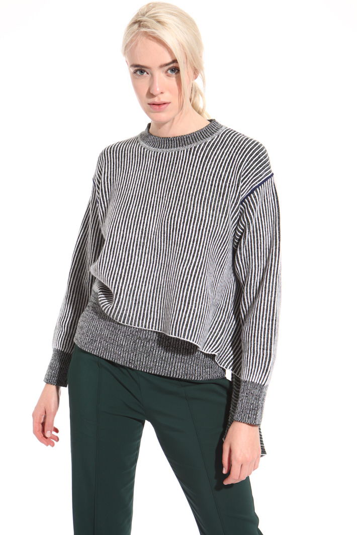 Asymmetrical cut sweater Intrend