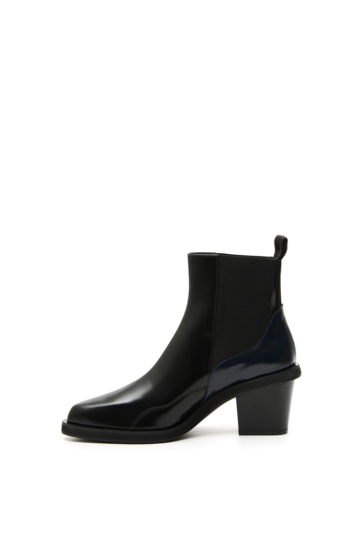 Glossy calf leather boots Intrend