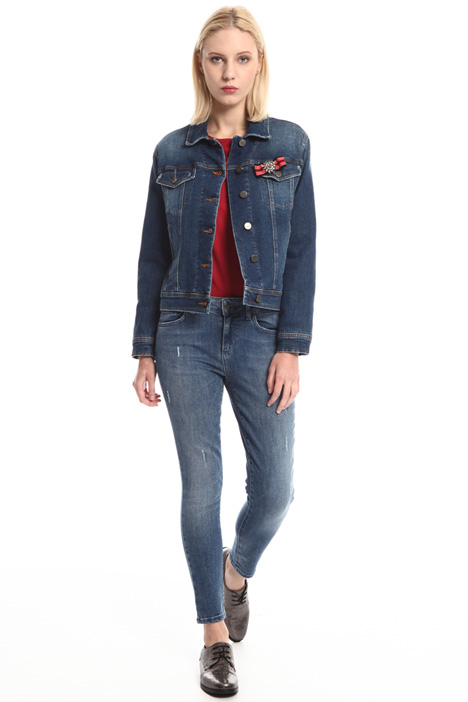 Giacca in denim con spilla Intrend