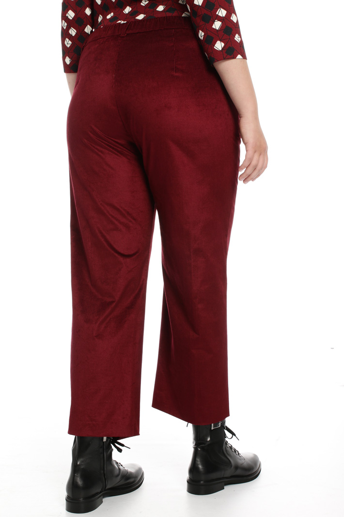 Cropped trousers in velvet Intrend