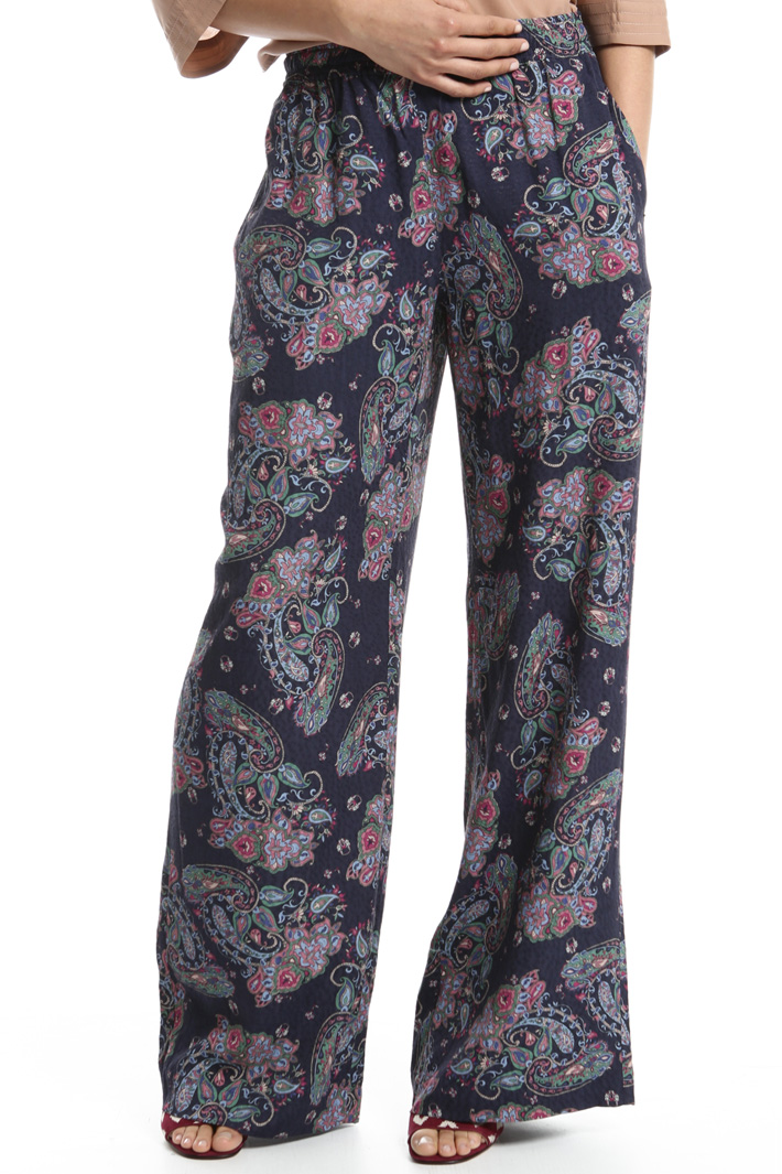 Embossed trousers Intrend