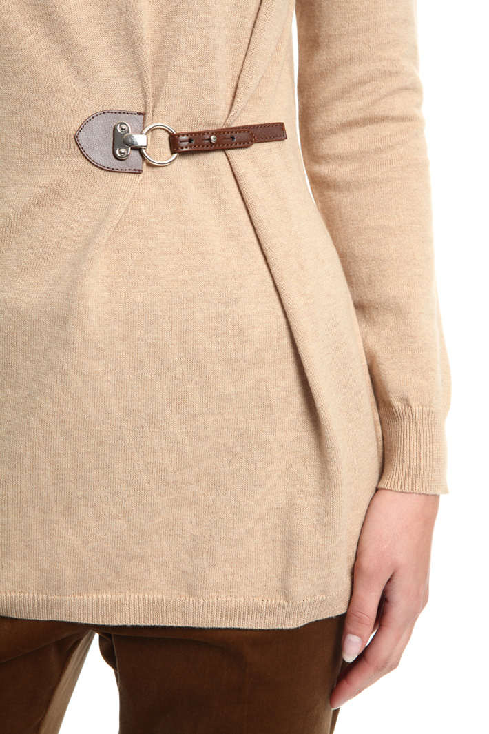 Soft buckled sweater Intrend