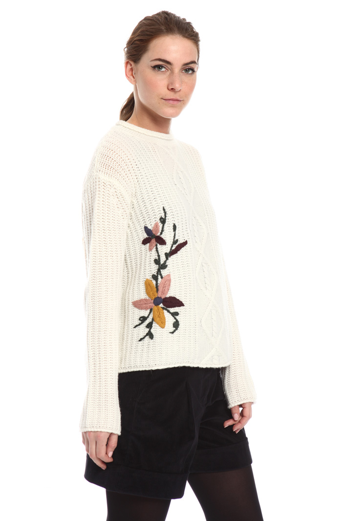 Sweater with embroidery Intrend