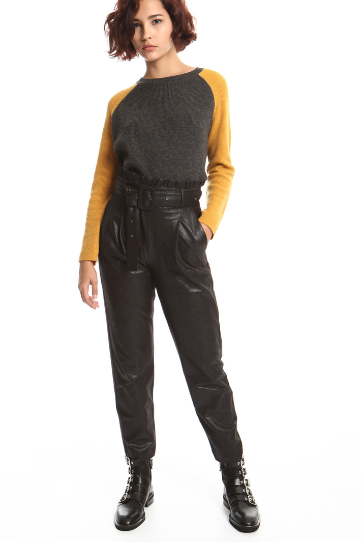 Coated carrot trousers Intrend
