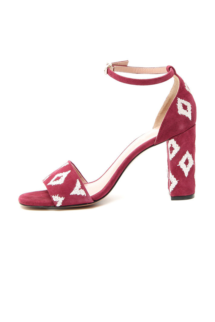 Embroidered leather sandals Intrend