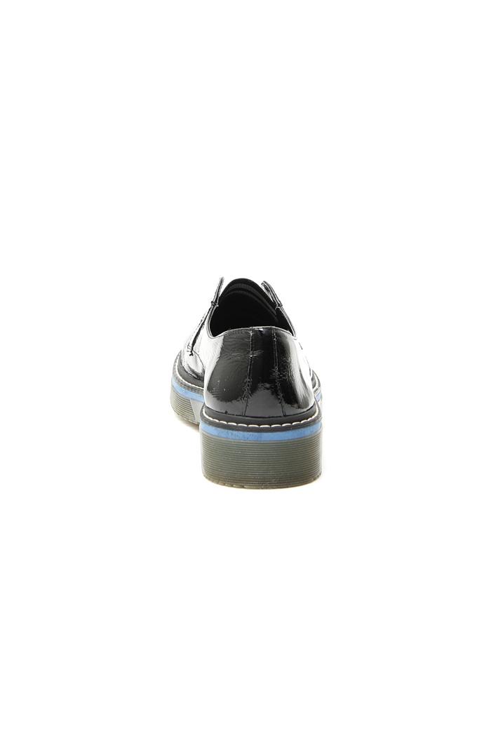 Varnished derby shoes Intrend
