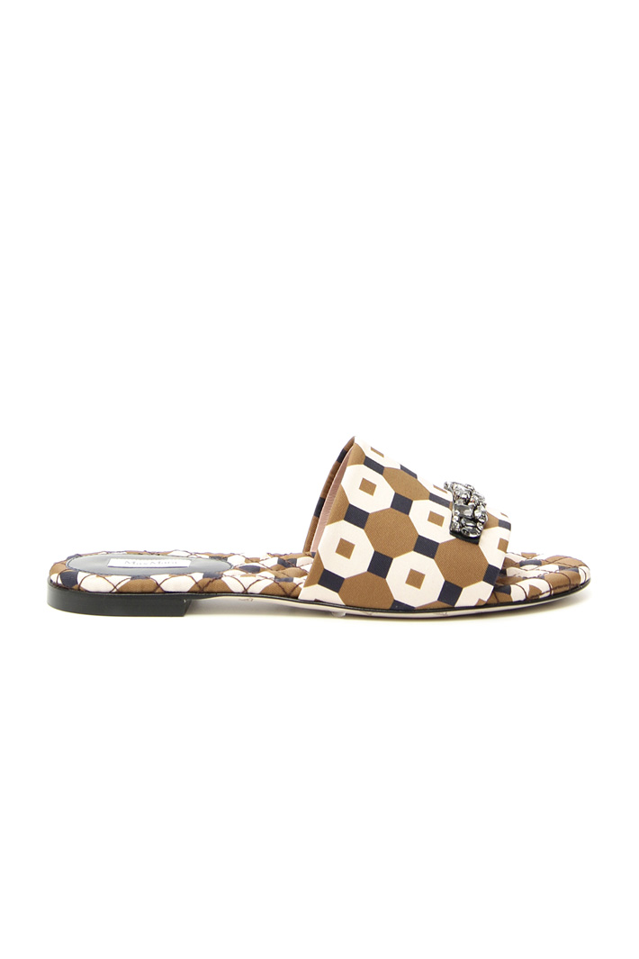 Jeweled embroidery slipper  Intrend