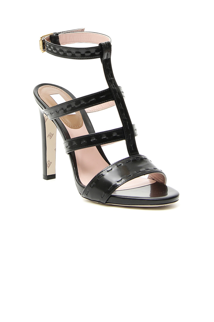 High sandal with stitching  Intrend