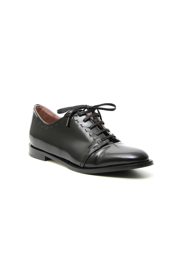 Shiny men's shoe Intrend