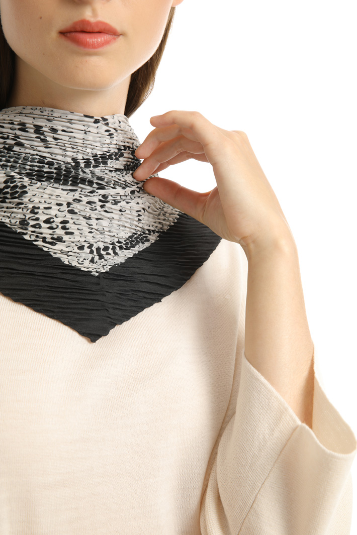 Pleated asymmetrical foulard Intrend