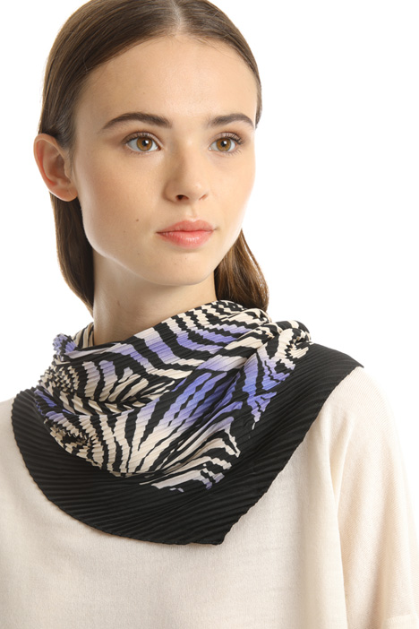 Pleated scarf with print Intrend