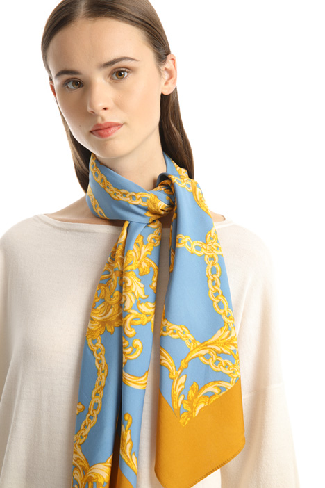Large printed foulard Intrend