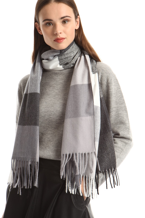 Soft checked stole Intrend
