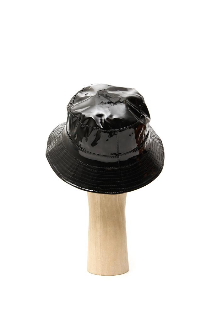 Vinyl effect hat Intrend