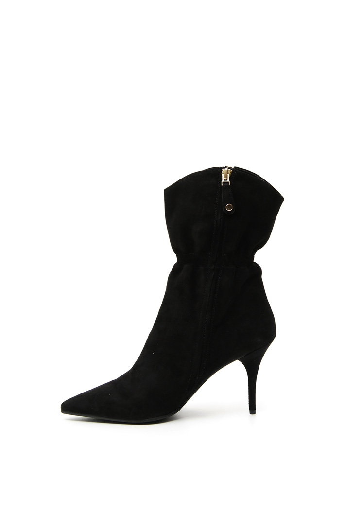 Pointed toe suede ankle boots Intrend