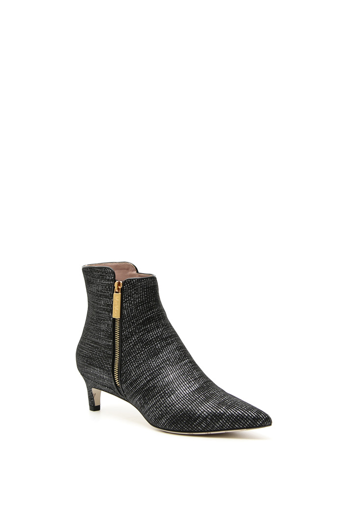 Laminated pointed ankle-boots Intrend