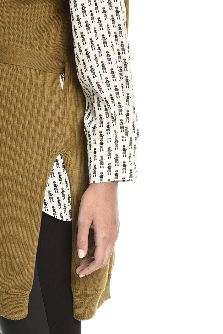 Vest with cap sleeves Intrend
