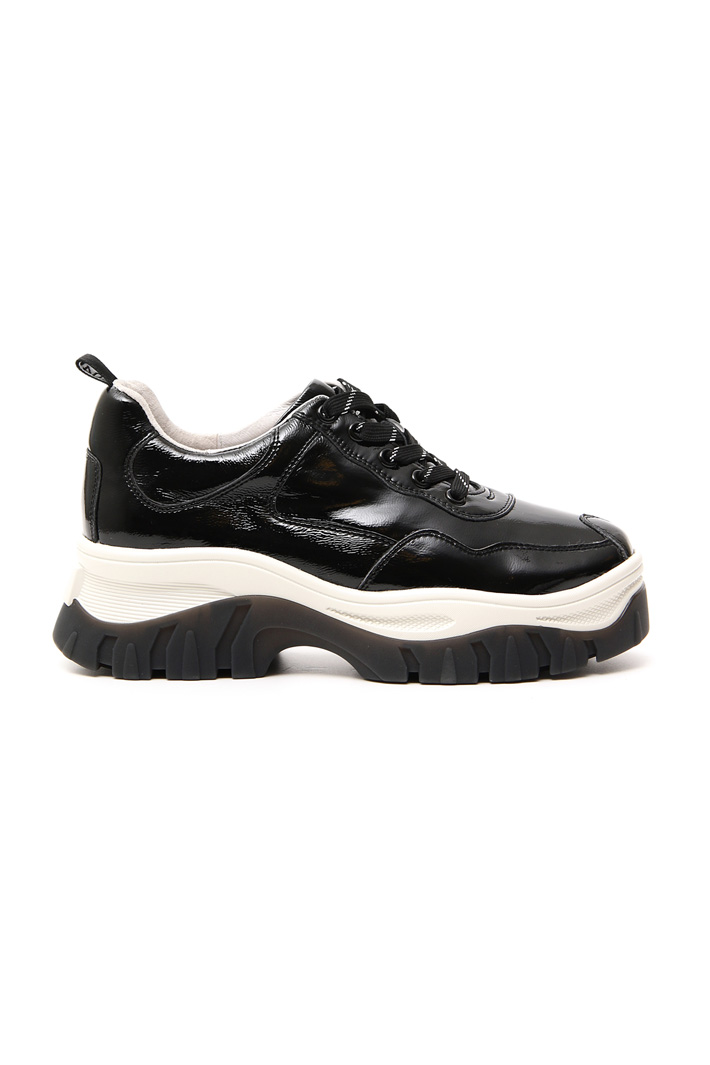 Varnished leather sneakers Intrend