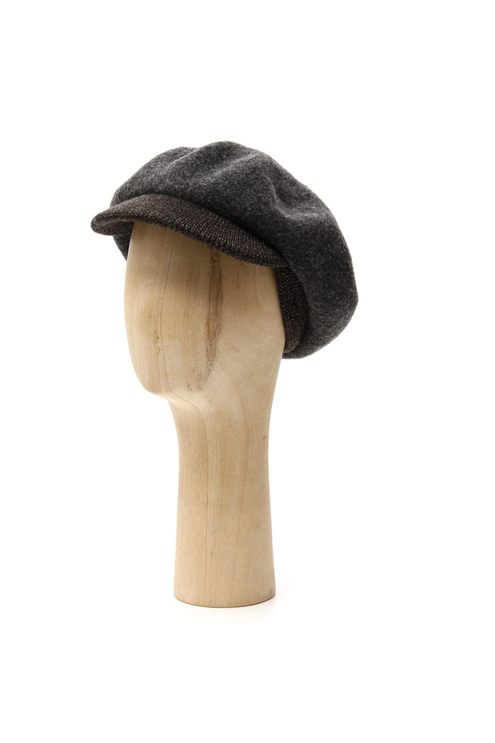 Wool hat with visor Intrend