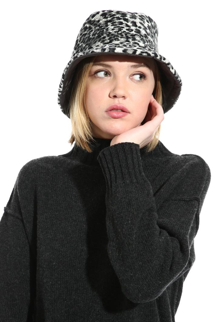 Reversible hat Intrend
