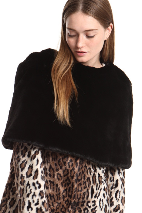 Fur-effect cape Intrend