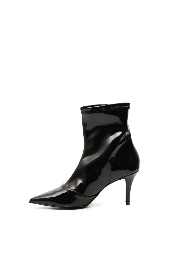 Varnished ankle-boots Intrend