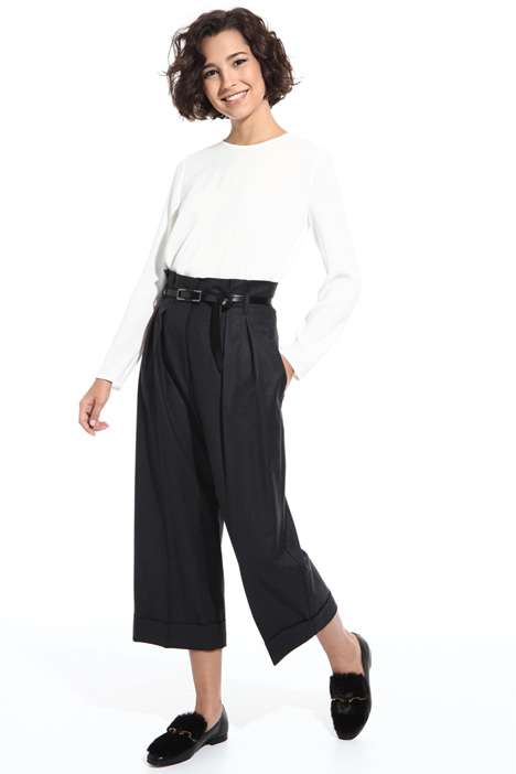 Cropped flannel trousers Intrend