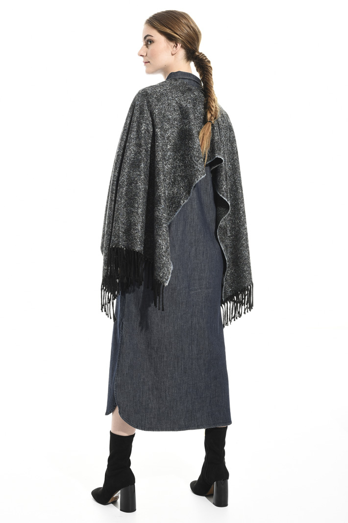 Soft fringed poncho Intrend