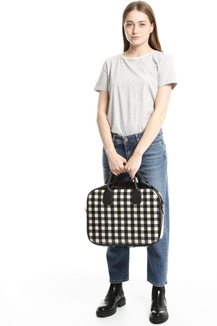 Varnished-effect bag Intrend