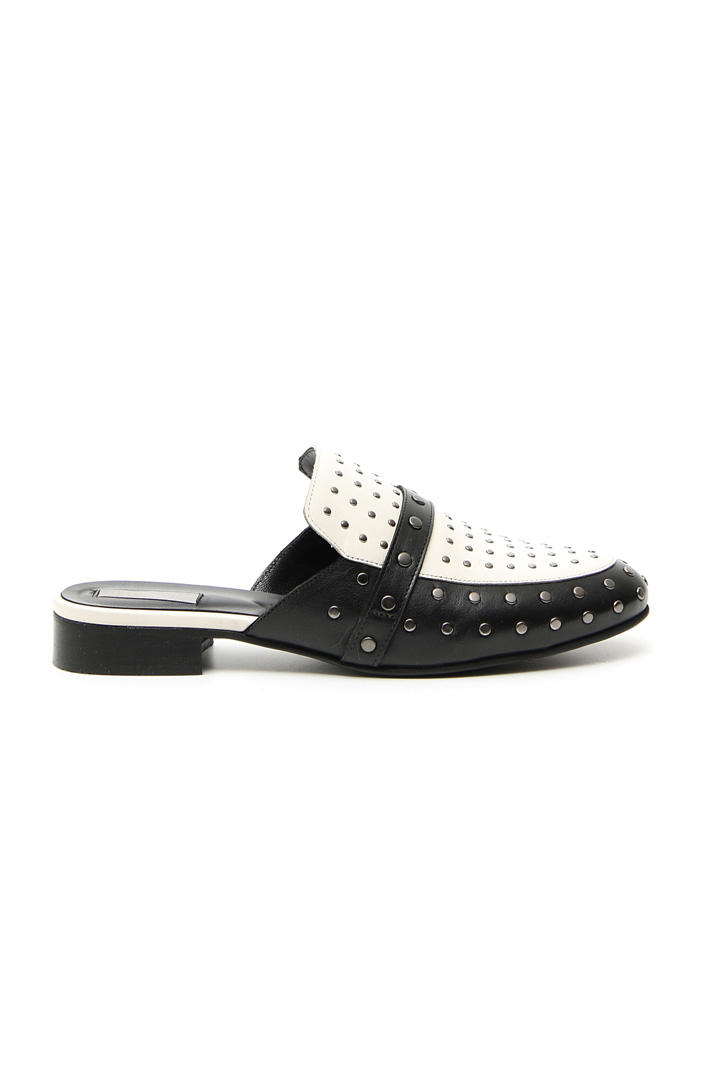 Studded leather sabot Intrend