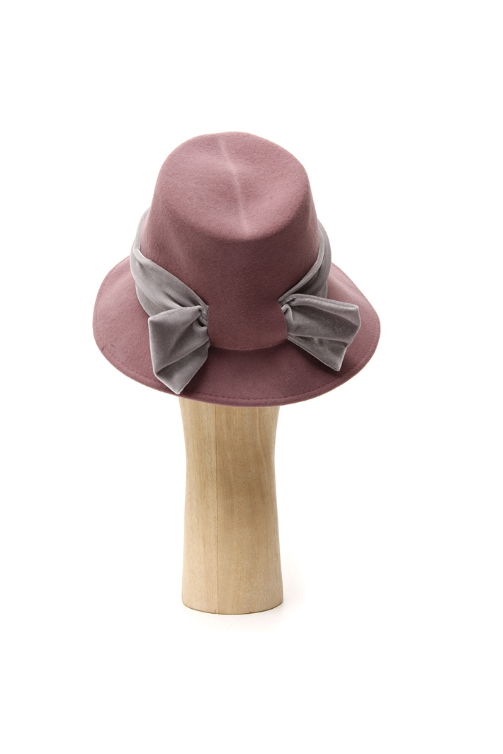 Hat with chenille ribbon Intrend