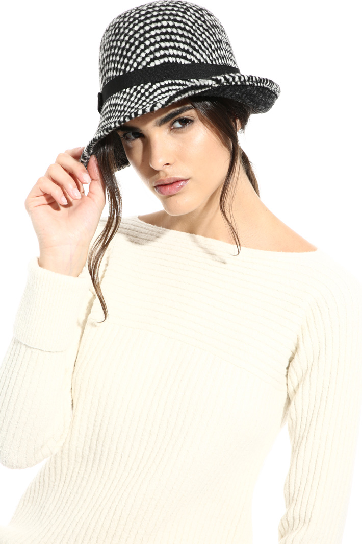 Wool bouclé hat Intrend