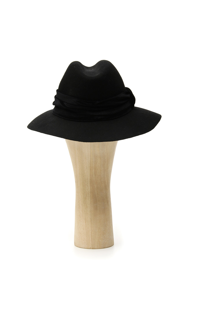 Hat with chenille band Intrend