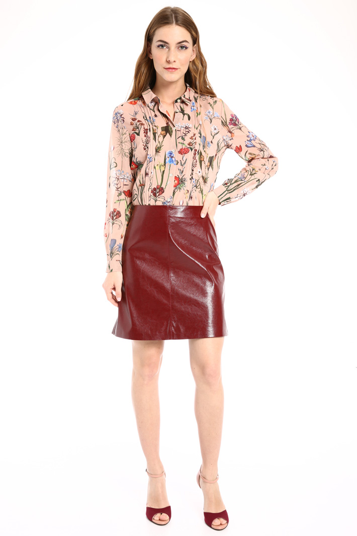 Varnished short skirt Intrend