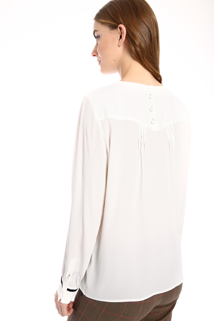 Crepe fabric blouse with cuffs Intrend