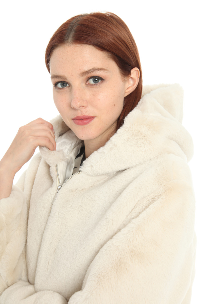 Fur effect jacket Intrend