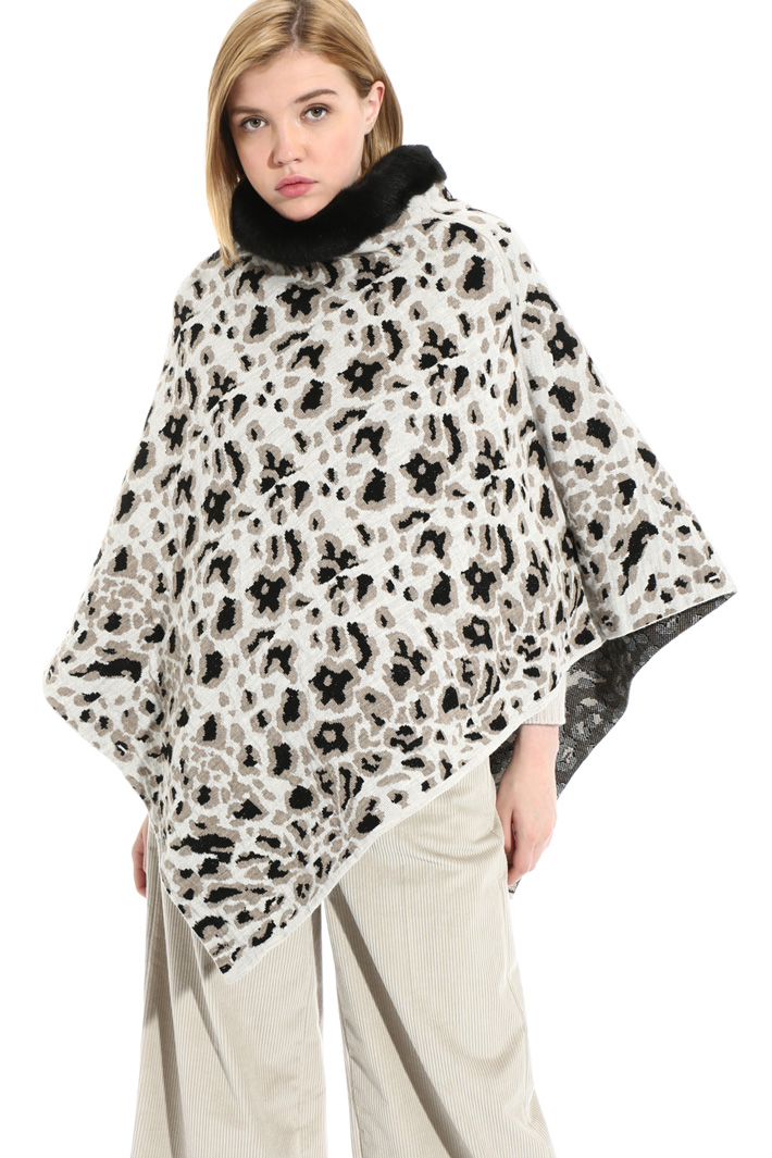 High necked poncho Intrend