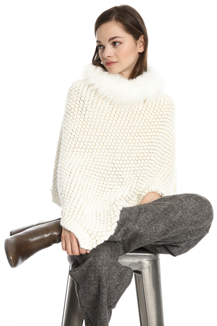 Wool blend yarn poncho Intrend