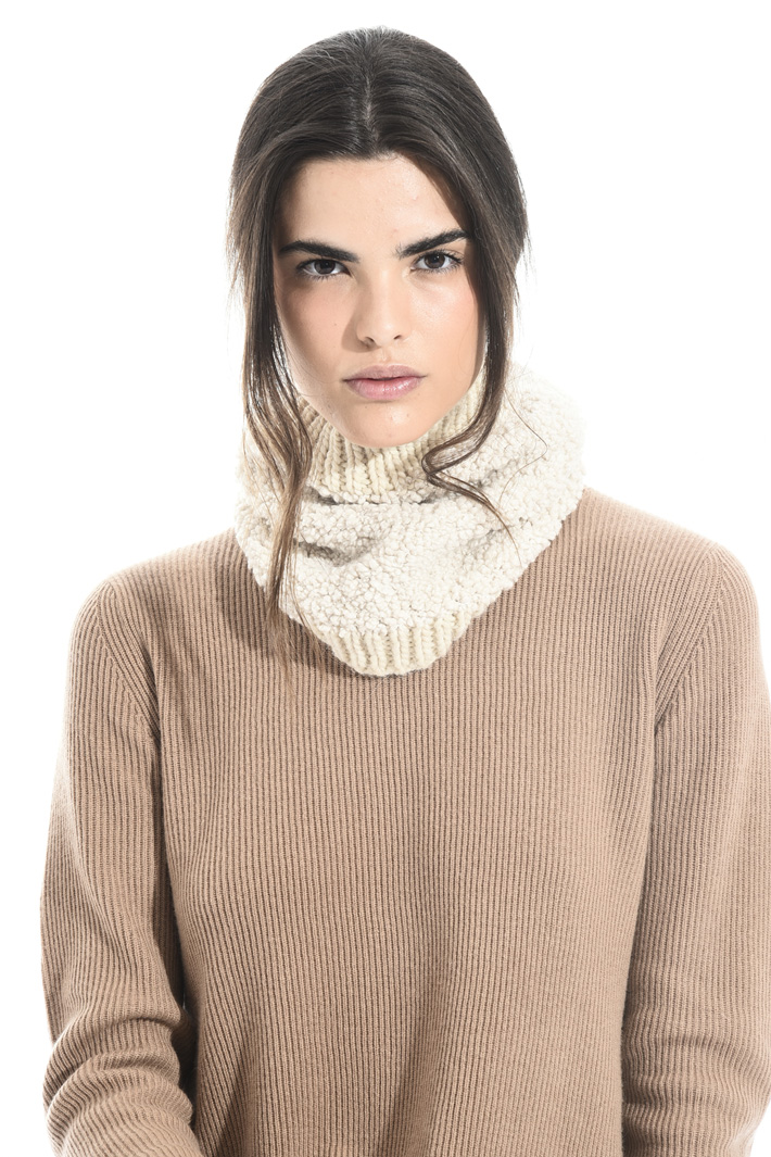 Wool and viscose collar Intrend