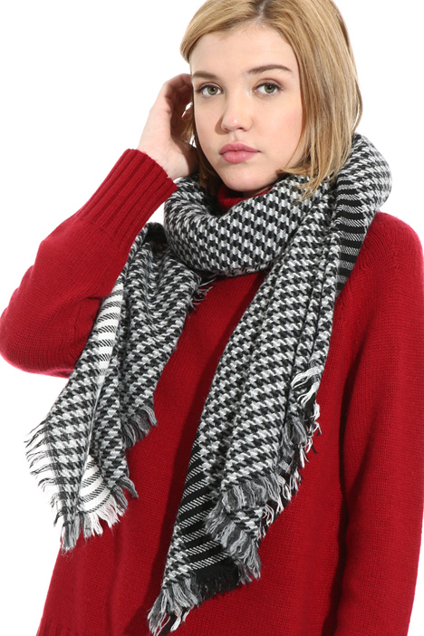 Fringed patterned scarf Intrend