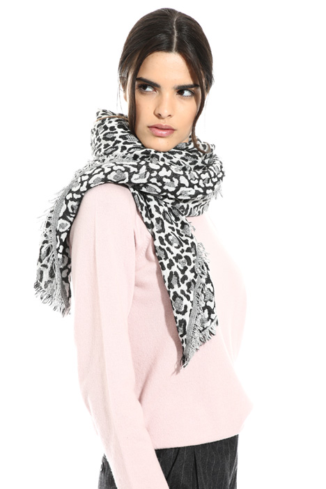 Soft animal print scarf Intrend