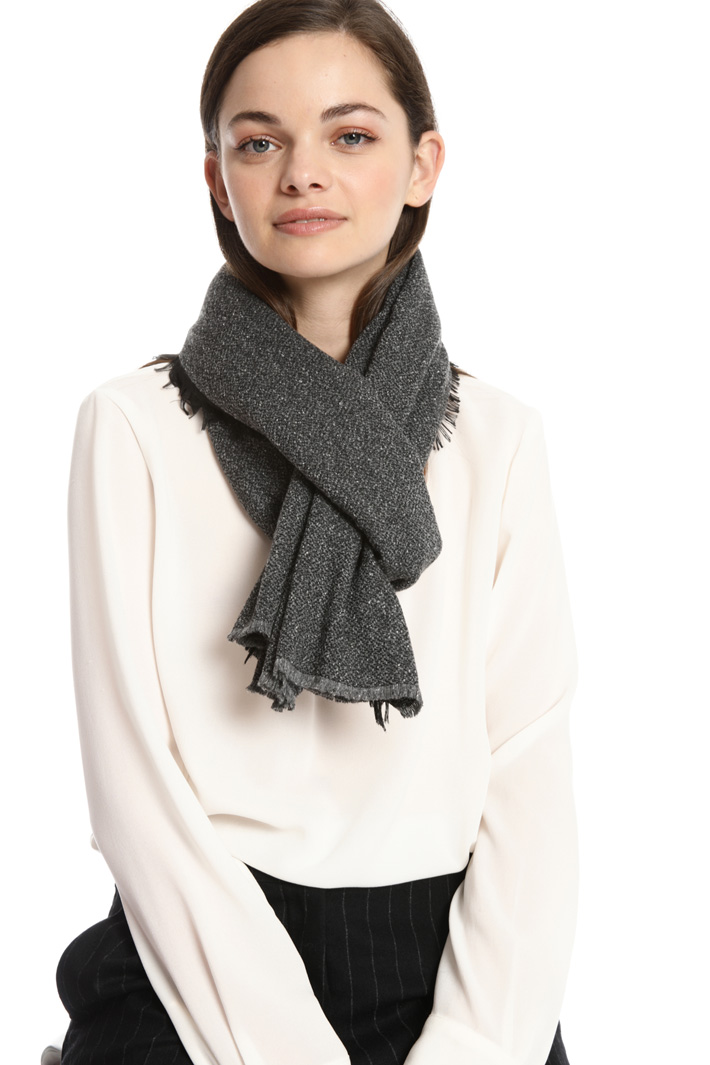 Contrast fringed scarf Intrend