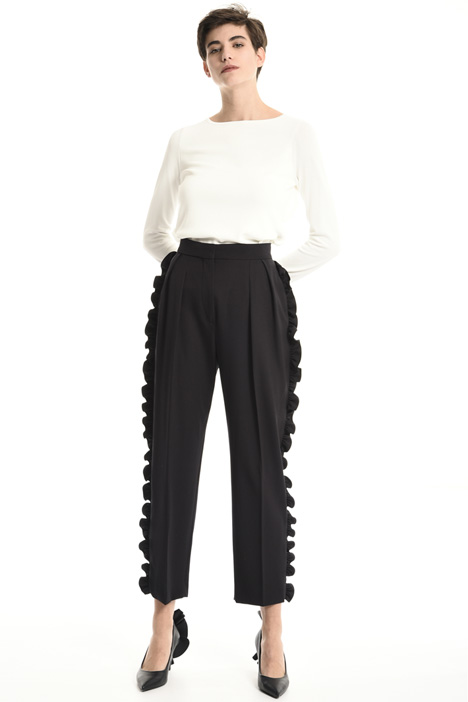 Wool trousers with ruffles Intrend