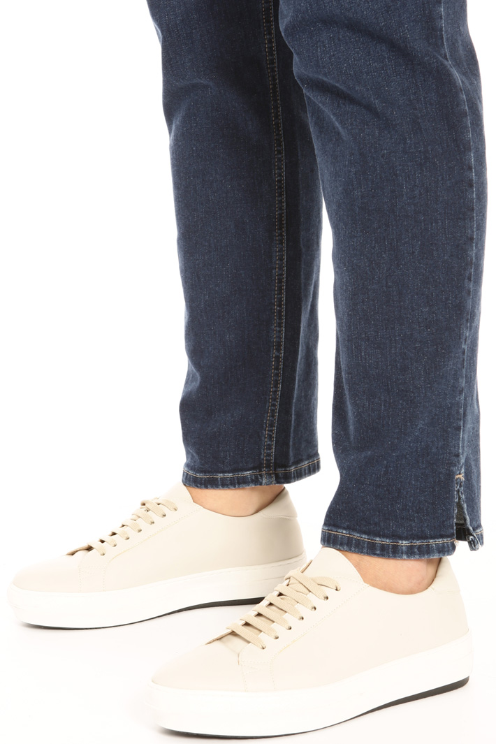 Semi-fitting denim trousers Intrend