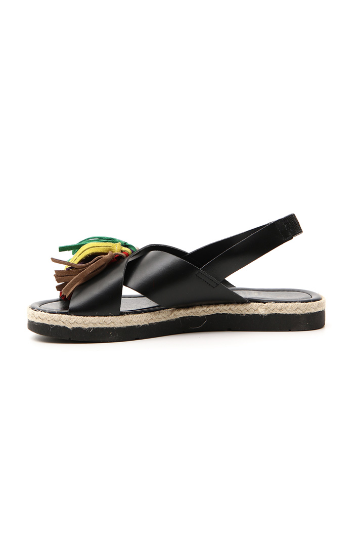 Leather sandal with tassels    Intrend