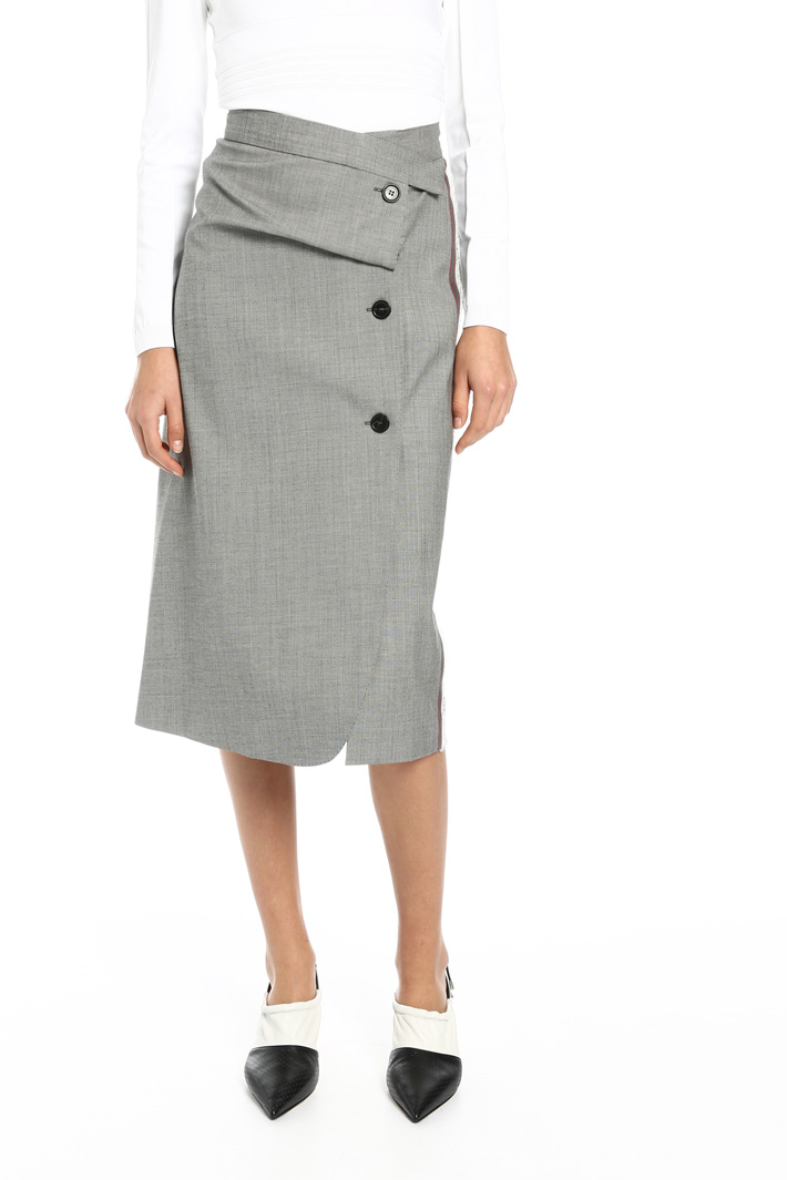 Asymmetrical buttoned skirt Intrend